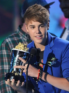 Get The Look: Justin Bieber At The 2011 MTV Movie Awards