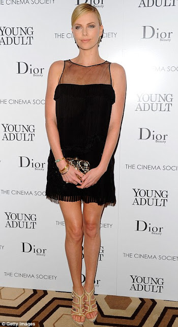 Get The Look: Charlize Theron's Makeup At The Screening Of 'Young Adult'