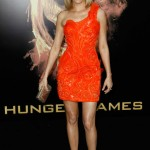 Get The Look: Elizabeth Banks' Makeup At 'The Hunger Games' Premiere In LA