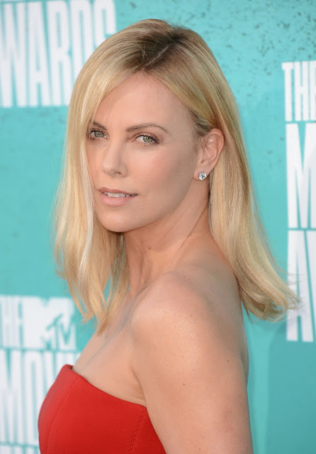 Get The Look: Charlize Theron's Hairstyle At The 2012 MTV Movie Awards