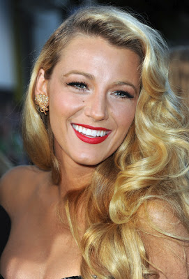 Get The Look: Blake Lively's Makeup At The 'Savages' Premiere