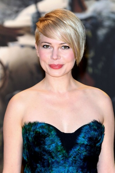 """Hairstyle: Michelle Williams At The """"Oz The Great And Powerful"""" Premiere"""