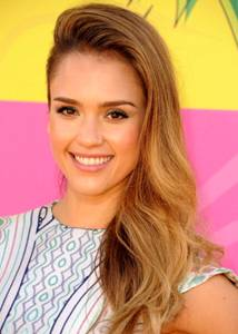 Hairstyle & Makeup: Jessica Alba At The Kids Choice Awards