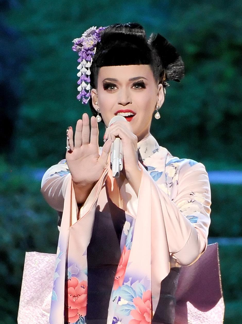 Makeup: Katy Perry At The 2013 AMAs