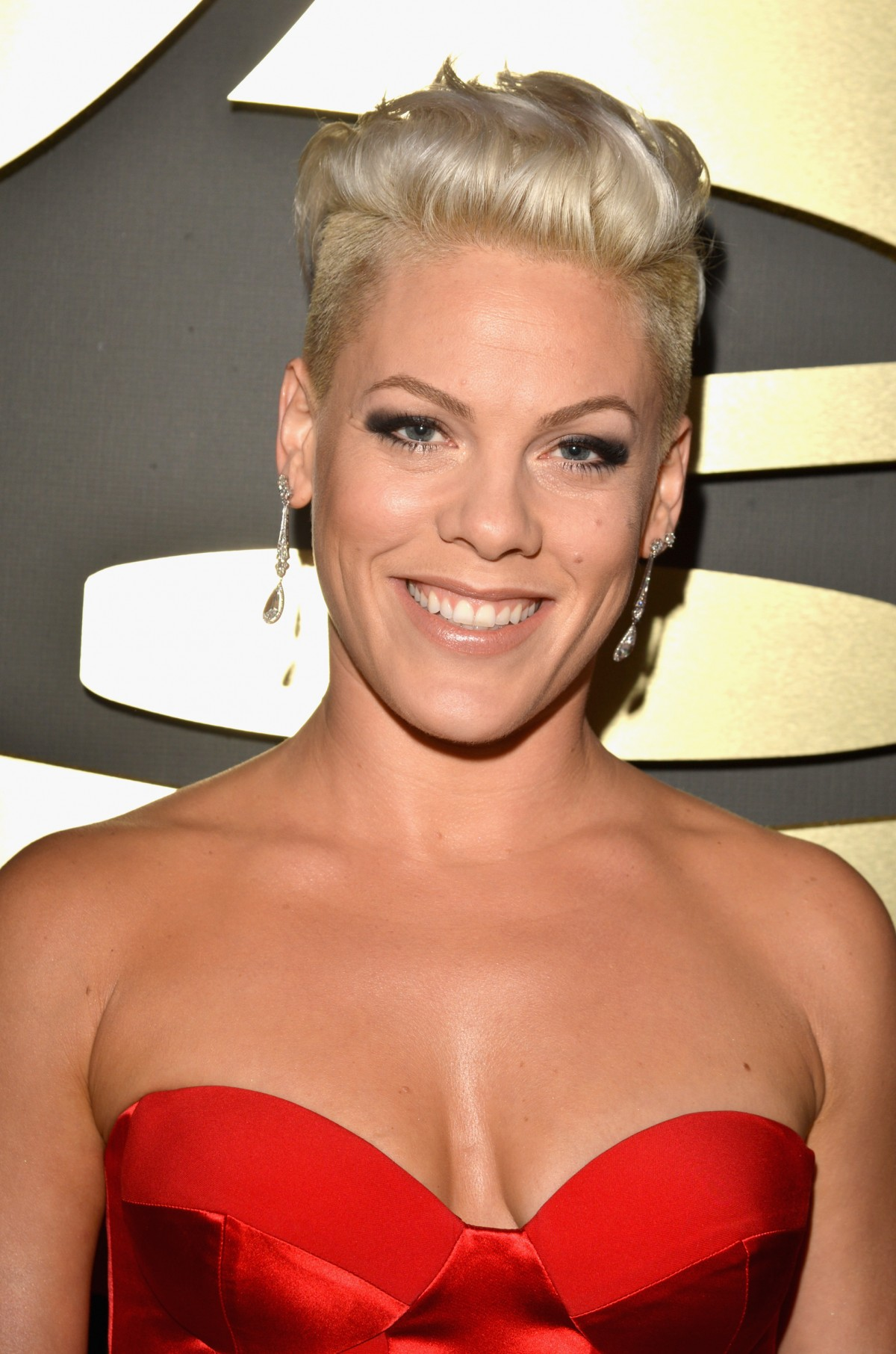 Grammys 2014 Beauty: P!nk's Makeup & Nails