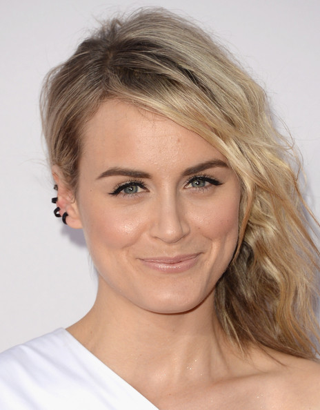 Makeup: Taylor Schilling At The AMAs