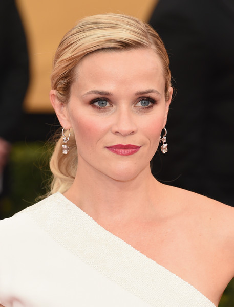 Reese Witherspoon's Earthy Eyes and Bordeaux Lips At The SAGs
