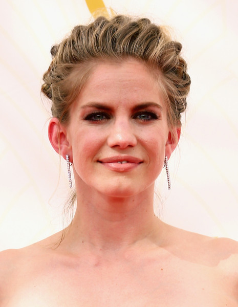 Get The Look: Anna Chlumsky's French-braided Emmys Updo