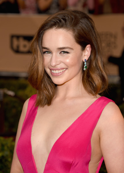 Recreate Emilia Clark's Textured Bob Hairstyle At The SAGs