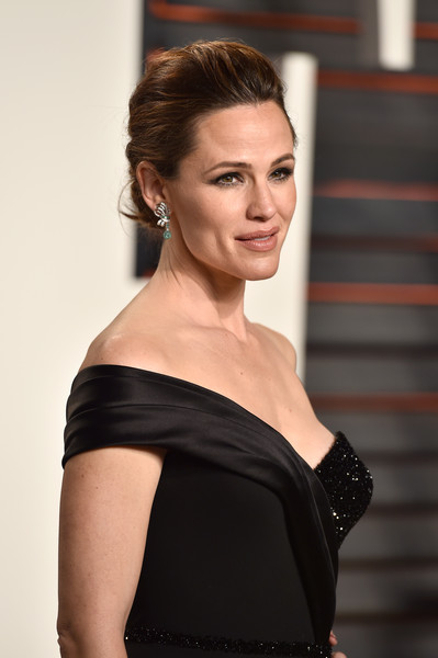 The Trick To Jennifer Garner's Grace Kelly-inspired Oscars Hairstyle