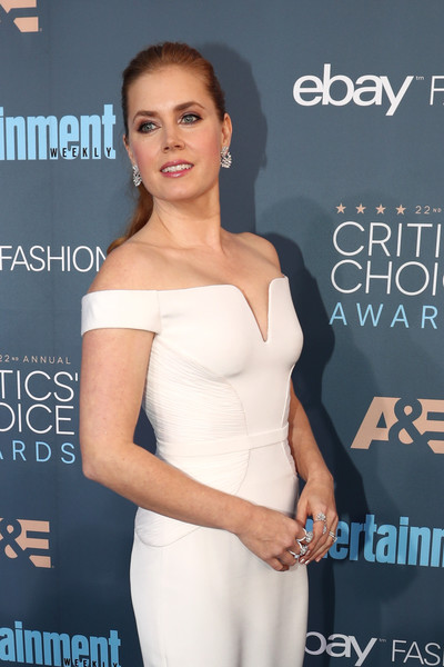 How To Recreate Amy Adams' Modern, Glam Makeup Effect