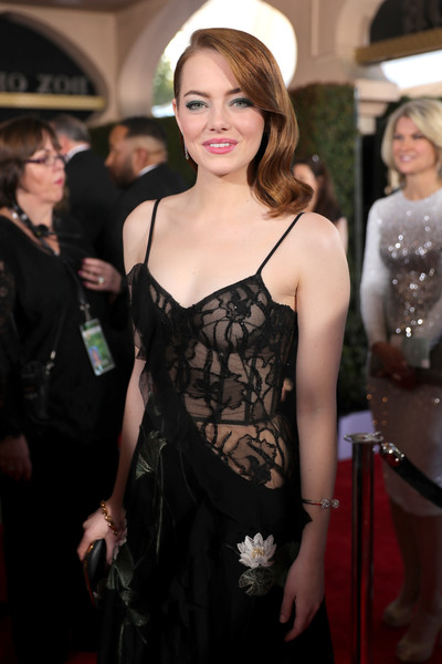 The Trick To Emma Stone's Dreamy Old Hollywood Waves